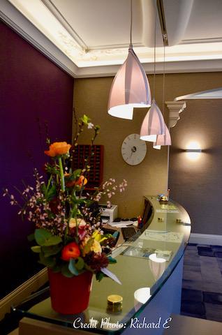 Banc d acceuil hotel hannah elizabeth interior design