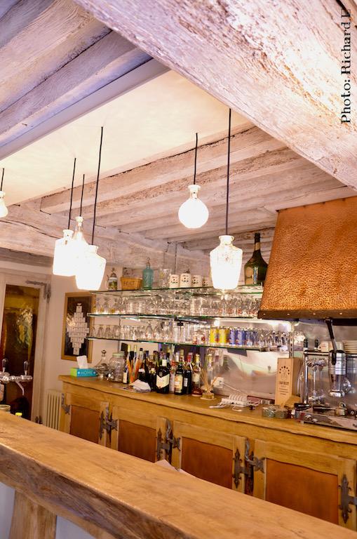 Bar sable poutres blanchi renovation maison morvan hannah elizabeth interior design