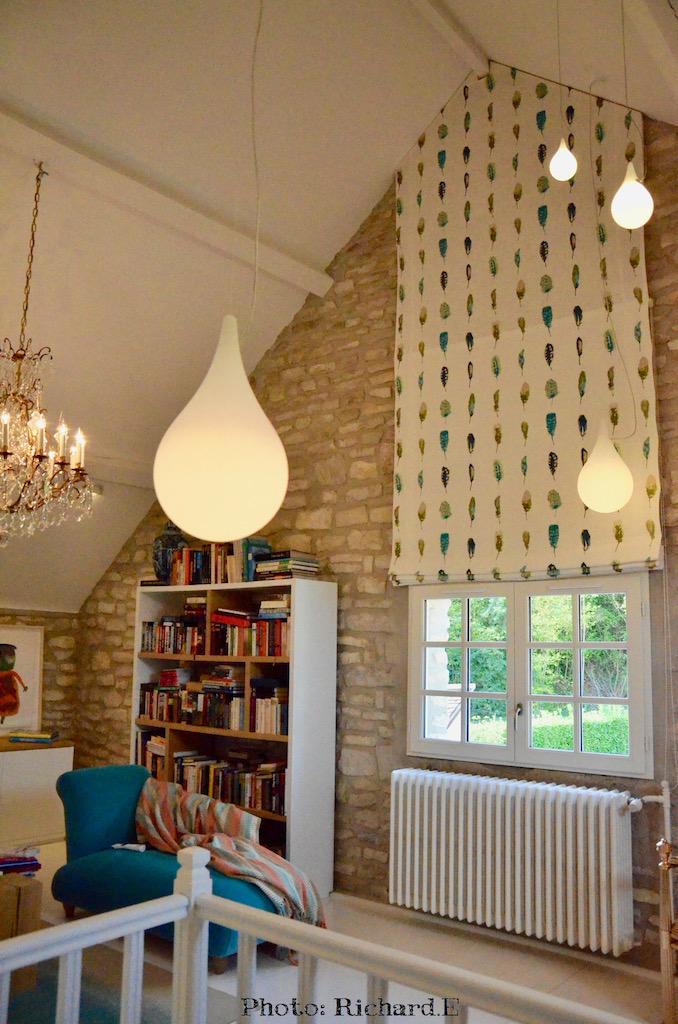 Bibliotehque store plume plafond cathedral sol blanc hannah elizabeth interior design