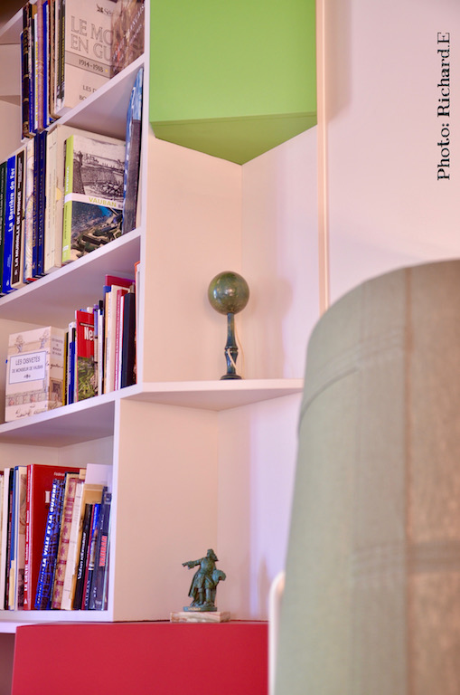 Bibliotheque angle sur mesure rouge gris vert hannah elizabeth interior design
