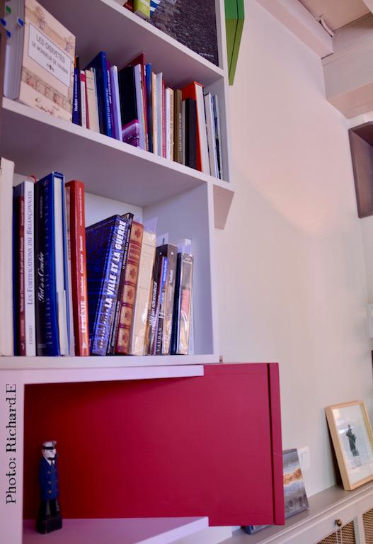 Bibliotheque bureau angle rouge vert gris hannah elizabeth interior design