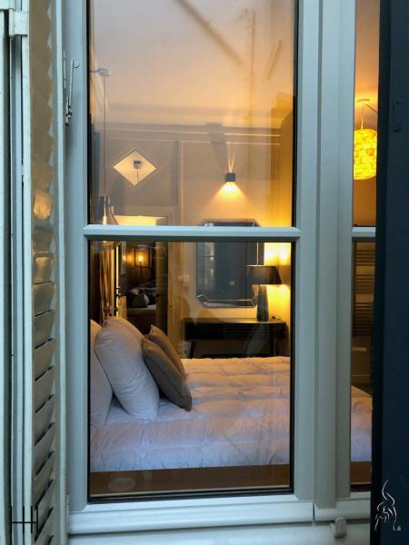 Bienvenue au chaud chambre hotel hannah elizabeth interior design