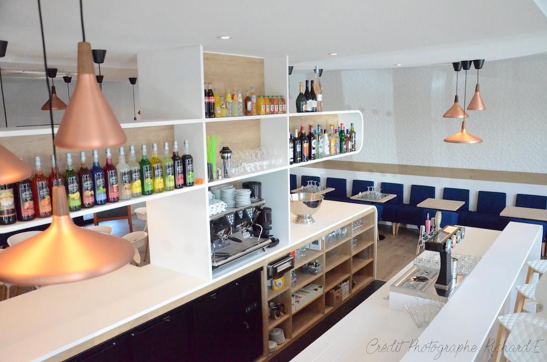 Brasserie bar en krion et bois et salle