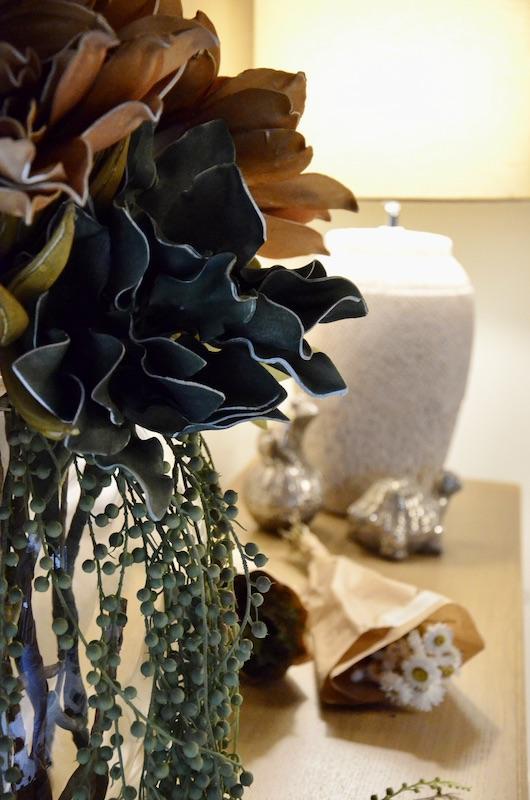 Buffet lampe fleurs hannah elizabeth interior design