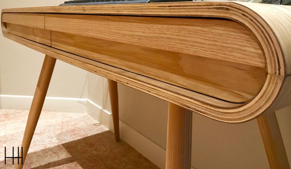 Bureau cintre bois clair hannah elizabeth interior design