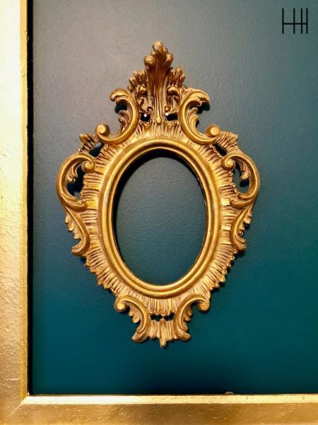 Cadre ancienne or sur bleu vert canard hannah elizabeth interior design