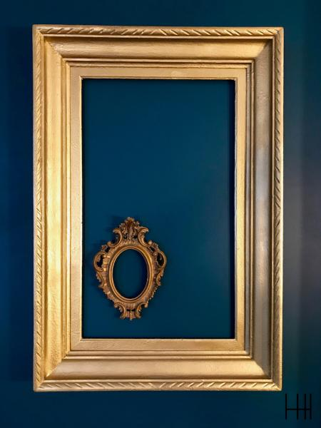 Cadre or mur bleu canard hannah elizabeth interior design
