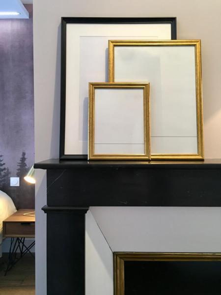 Cadres sur chemine e retro hannah elizabeth interior design
