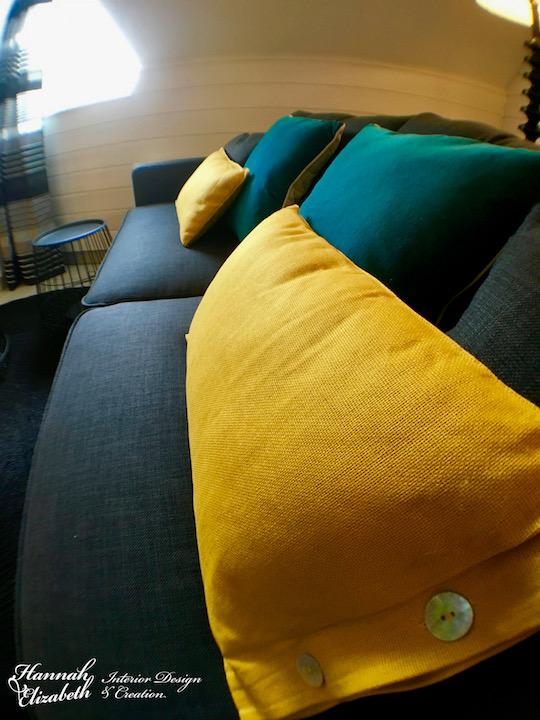 Canape gris coussins jaune et bleu canard