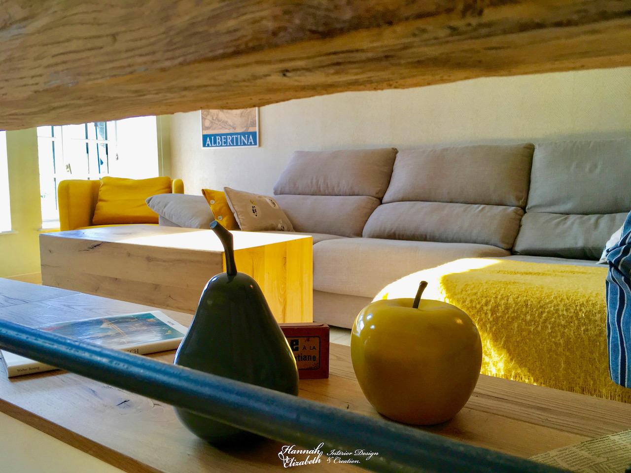 Canape gris plaid jaune salon bois hannah elizabeth interior design