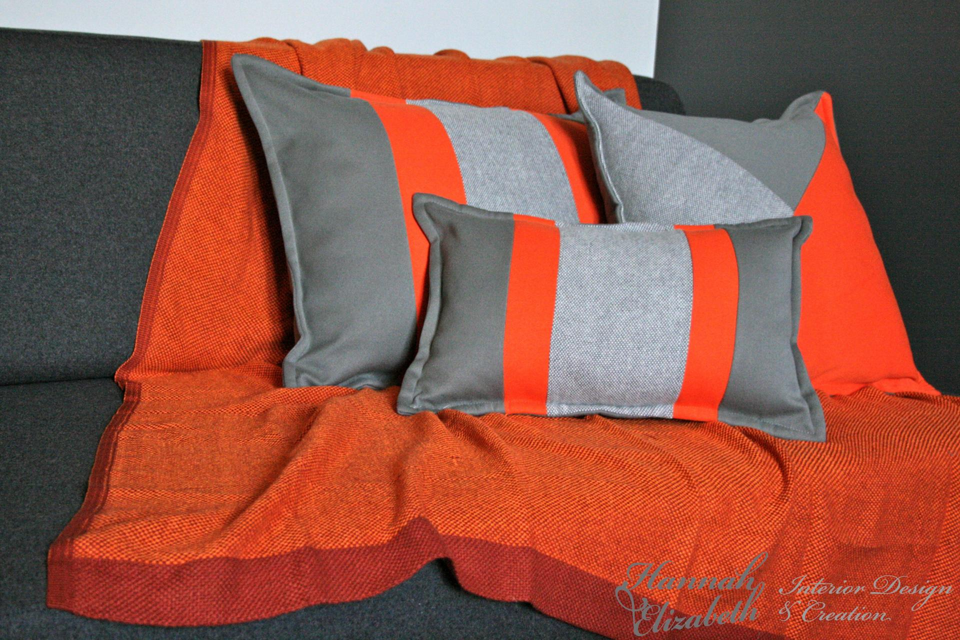 Canape gris plaid orange coussins gris et orange