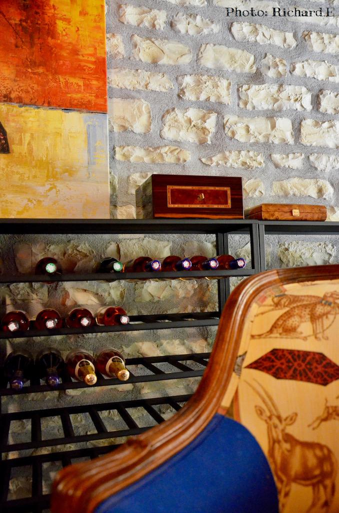 Cave vin mur pierre hannah elizabeth interior design