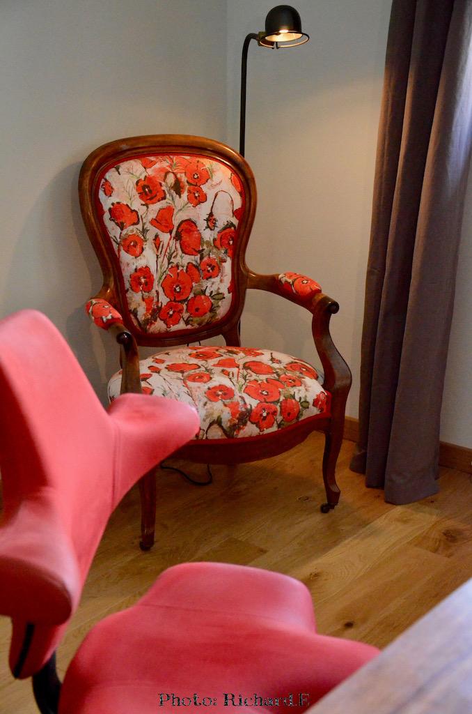 Chaise bureau rouge hannah elizabeth interior design