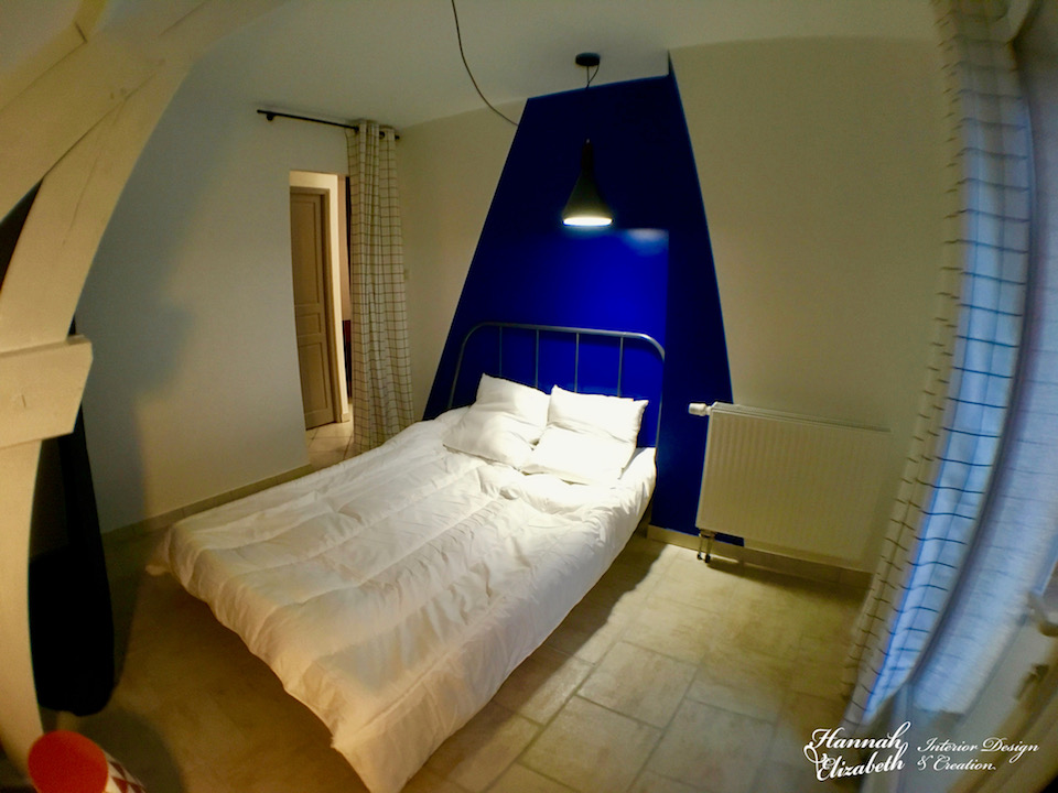 Chambre mur triangle bleu