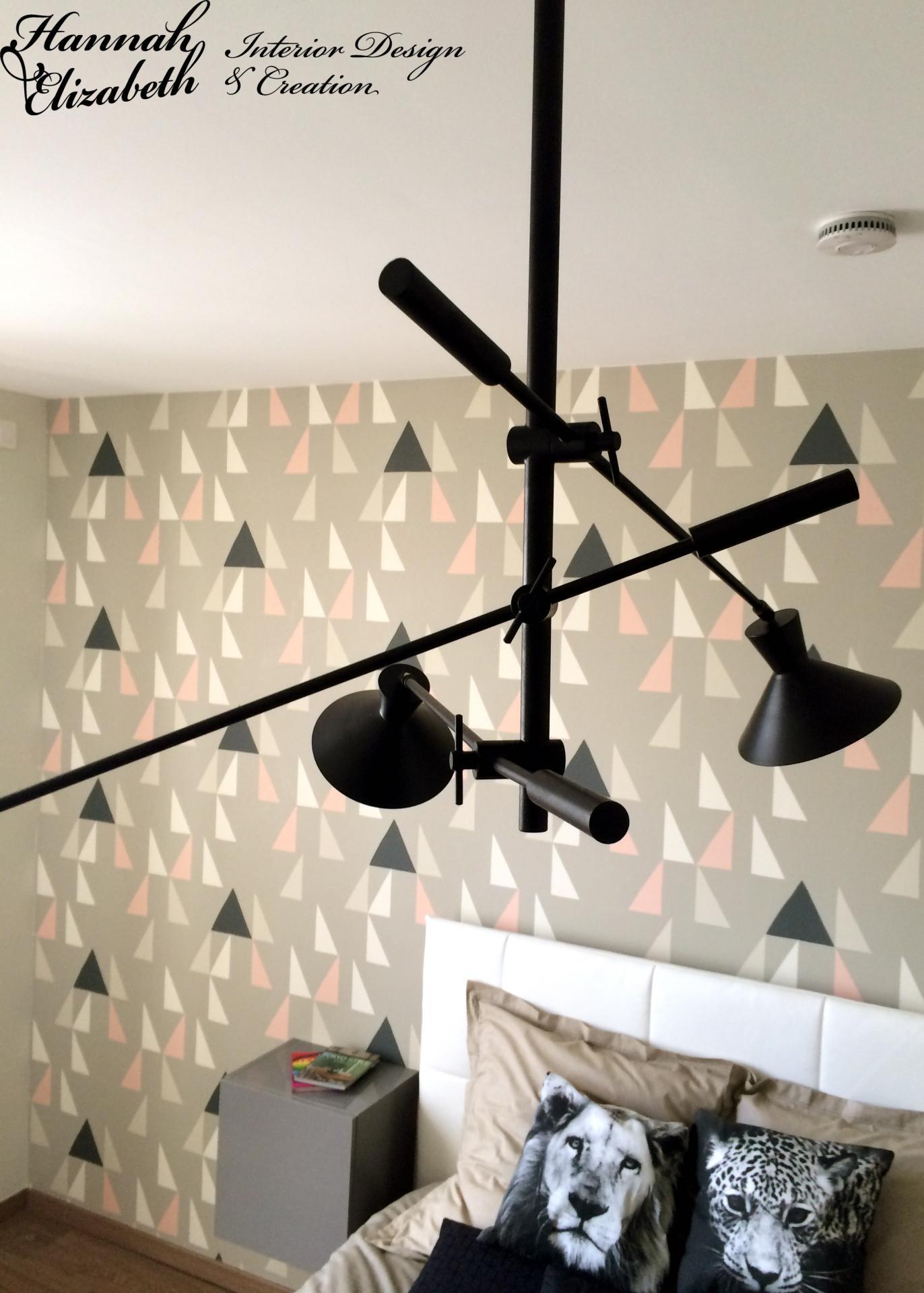 Chambre papier peint geometric coussins animaux suspension metal