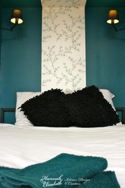 Chambre turquoise noir applique bras articule
