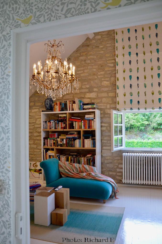Chandelier tapis turquoise cube bois hannah elizabeth interior design