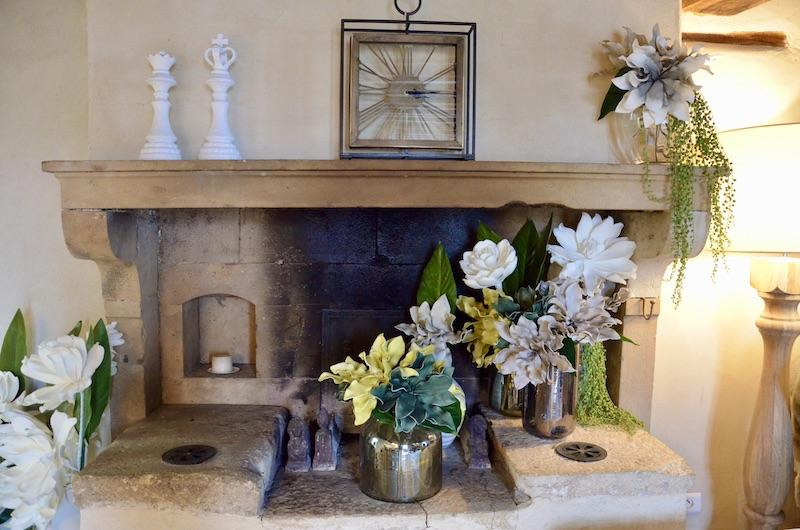 Chemine fleurs horloge hannah elizabeth interior design