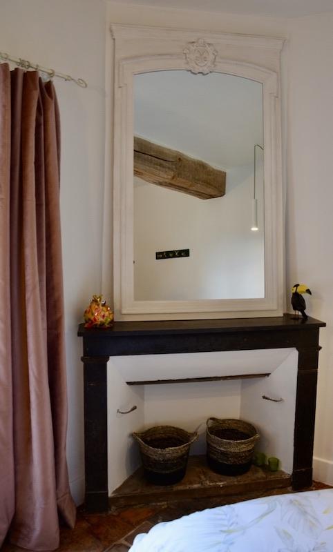 Cheminee trumeau blanc rideaux rose hannah elizabeth interior design