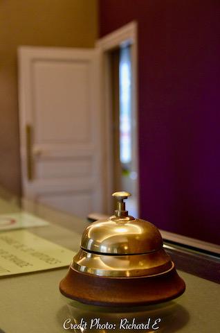 Cloche hotel acceuil hannah elizabeth interior design