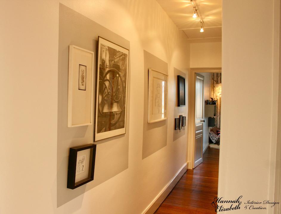 Couloir elegant avec tableau