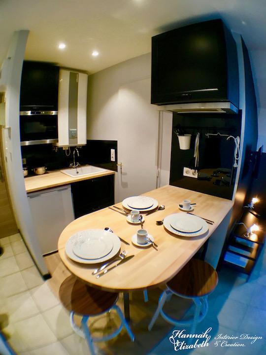 Cuisine appartement noir blanc bois
