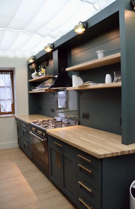 Cuisine couloir vert laiton bois hannah elizabeth interior design