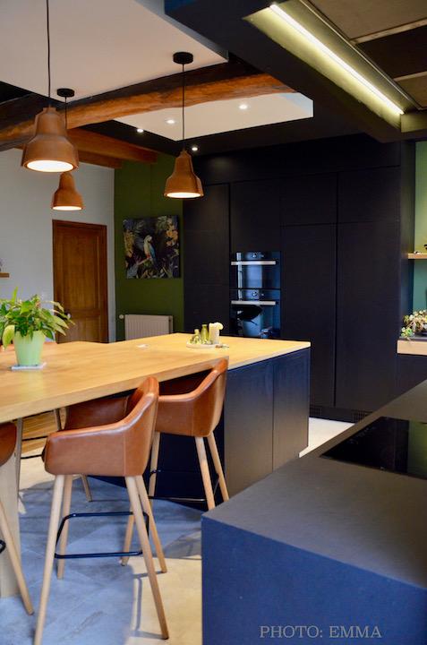 Cuisine ilot mur vert suspension cuir hannah elizabeth interior design