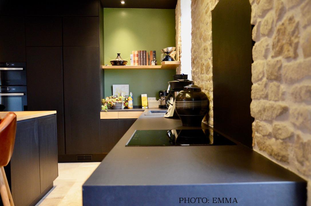 Cuisine noir pierre bois cuir hannah elizabeth interior design
