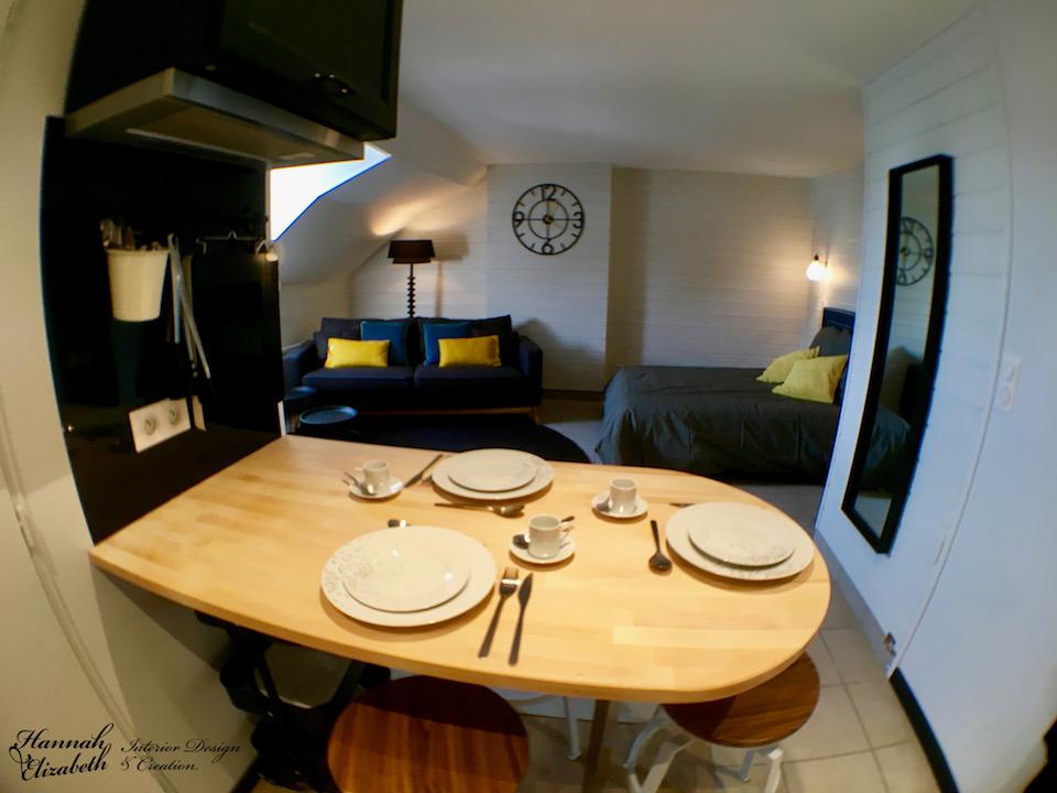 Cuisine ouvert salon chambre studio noir bleu jaune canard