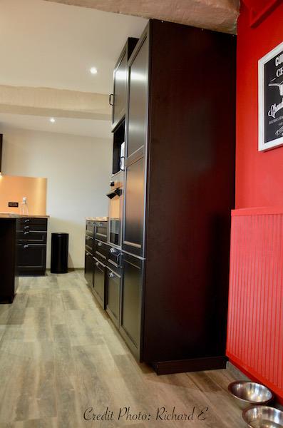 Cuisine rouge noir cuivre gamelles hannah elizabeth interior design