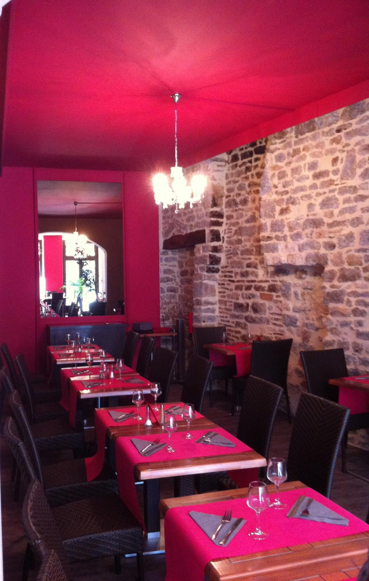 Decoration fuschia pierre restaurant semur en auxois hannahelizabethinteriordesign