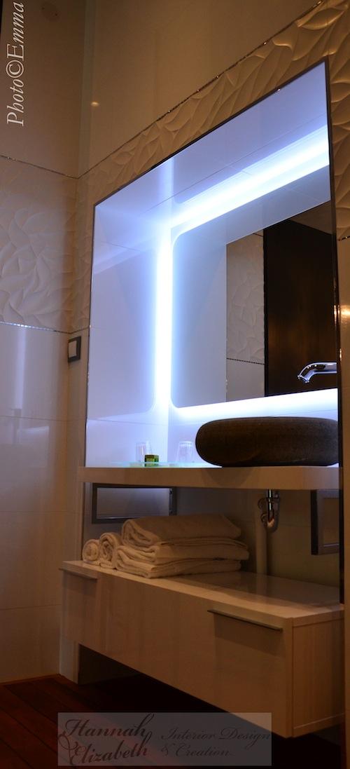 Decoration interieur moderne miroir lavabo hotel cote dor hannahelizabeth interior design