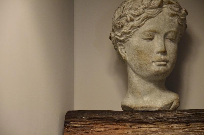 Decrotation statue pierre poutre bois hannah elizabeth interior design