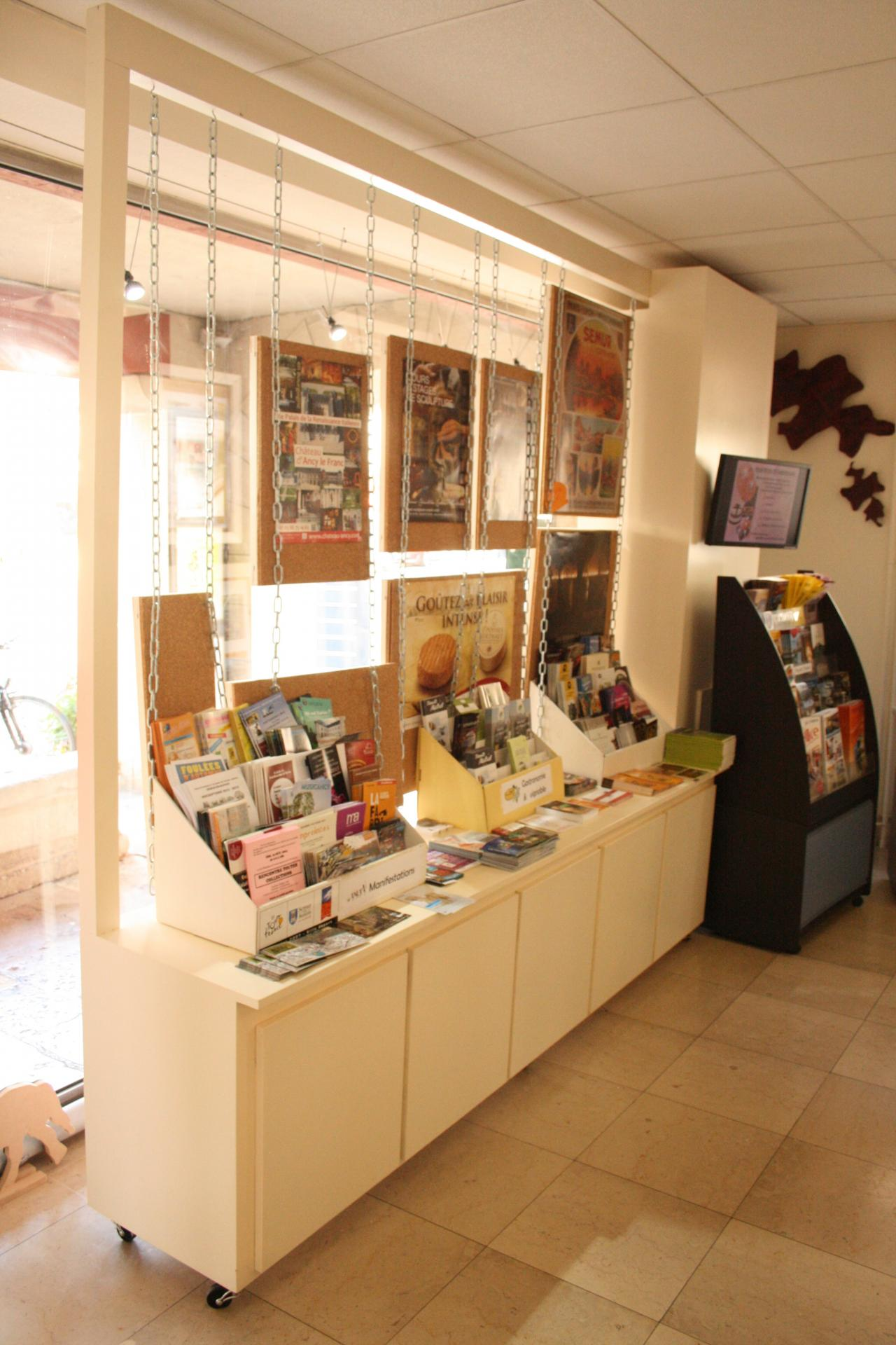 Design vitrine inte rieur 2 office tourisme