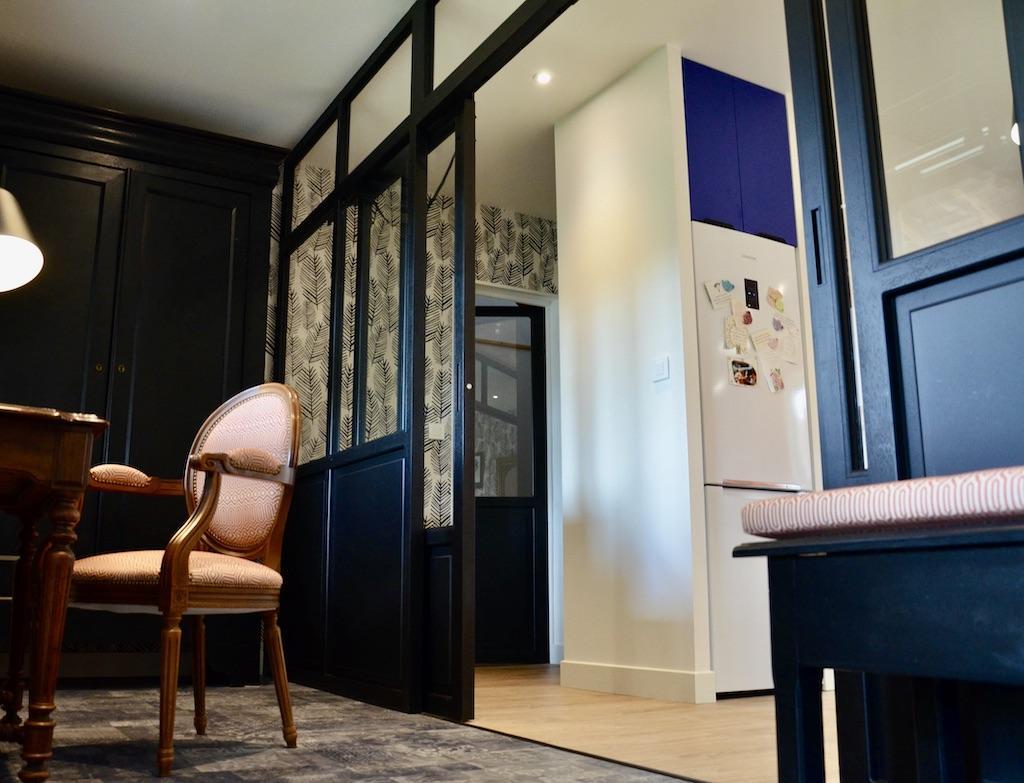 Division verriere noir entree cuisine hannah elizabeth interior design