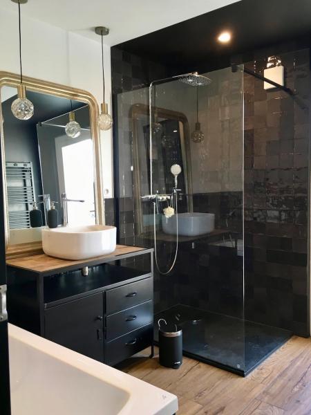 Douche zelliges meuble lavabo industriel hannah elizabeth interior design