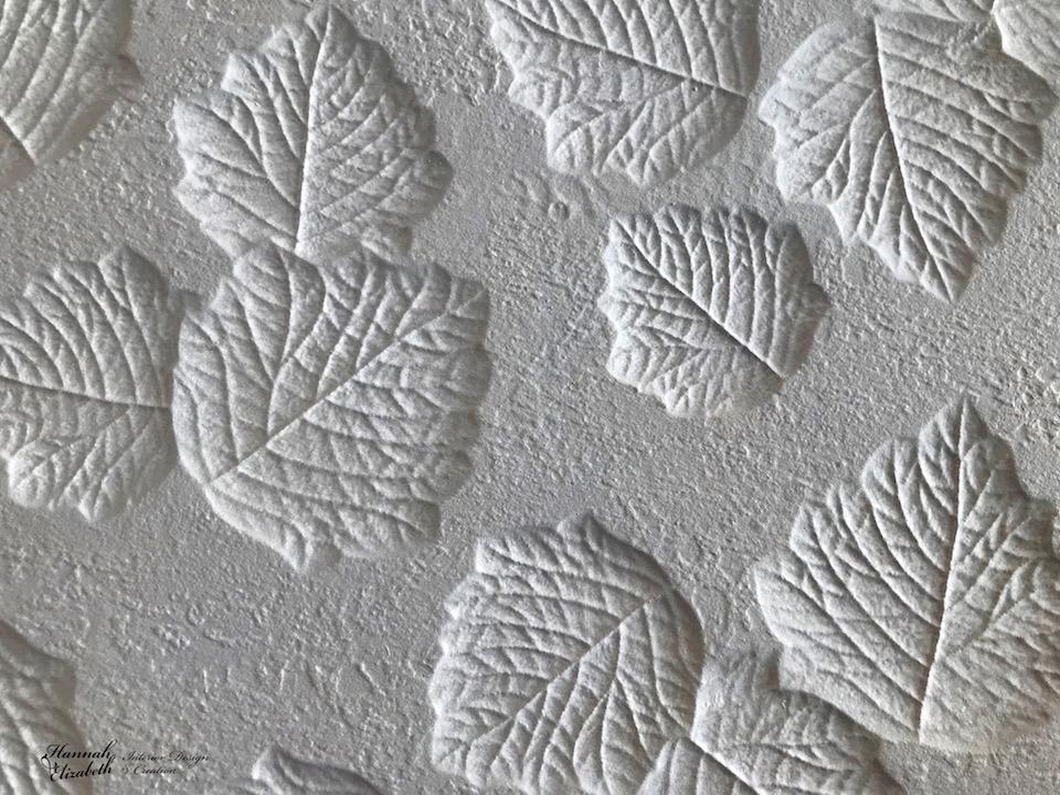 Faience relief feuilles blanc hannah elizabeth interior design