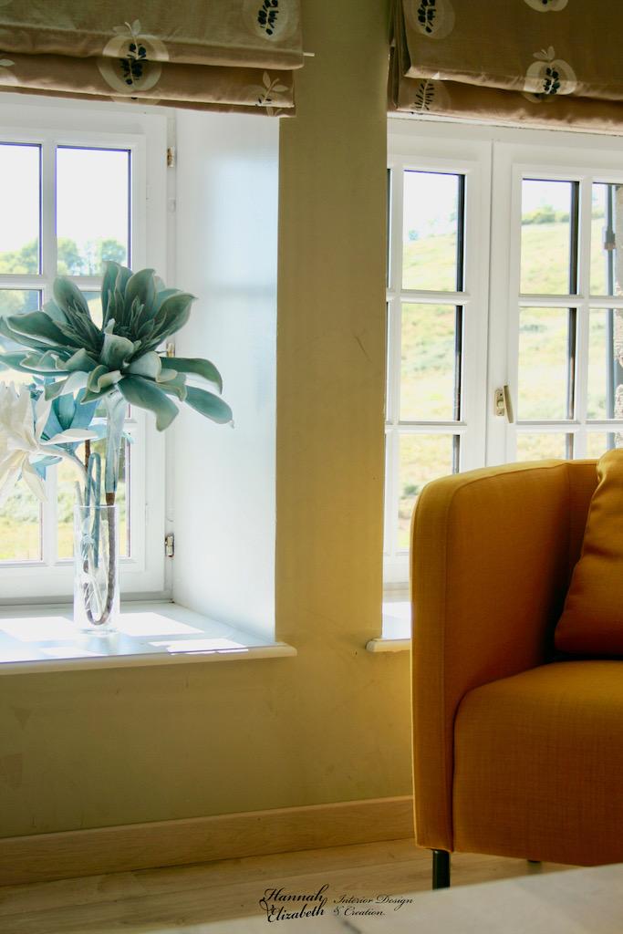 Fauteuil jaune salon vue fleur hannah elizabeth interior design