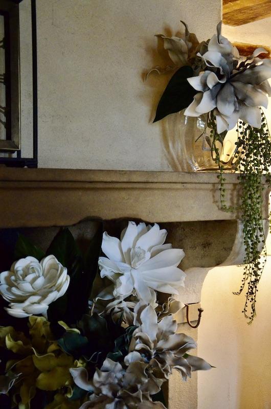 Fleurs cheminee pierrre hannah elizabeth interior design