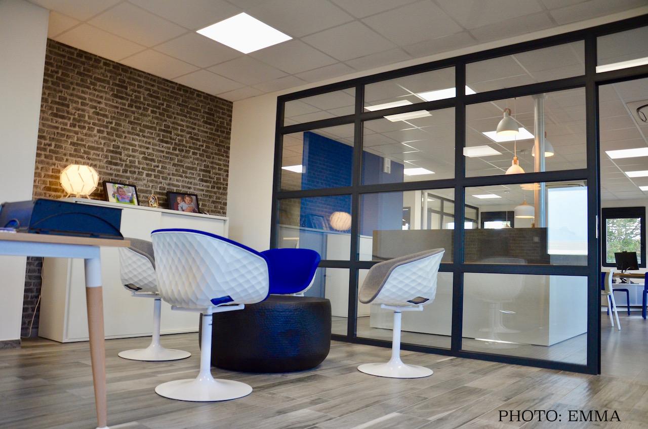 Gan assurances bureau direction bleu blanc gris noir fauteuils hannah elizabeth interior design