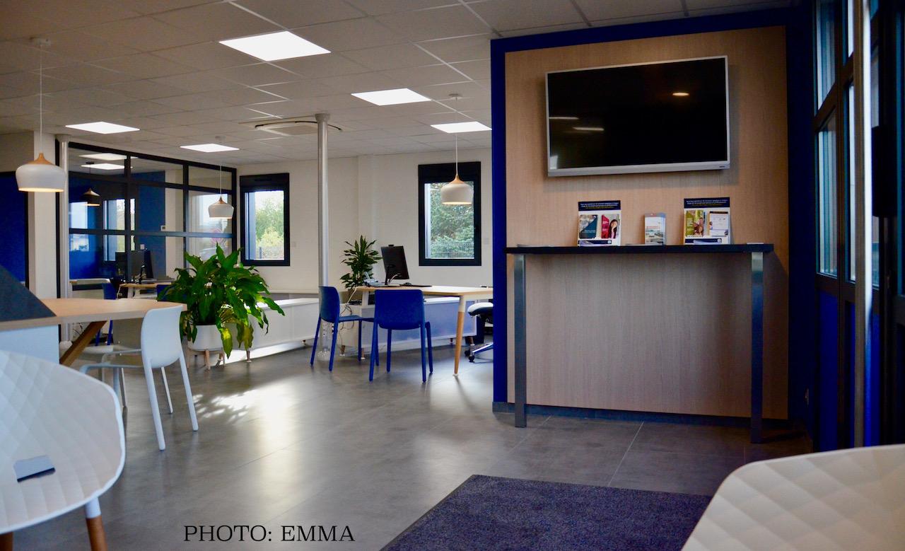 Gan assurances chatillon entre e attente bois bleu gris hannah elizabeth interior design
