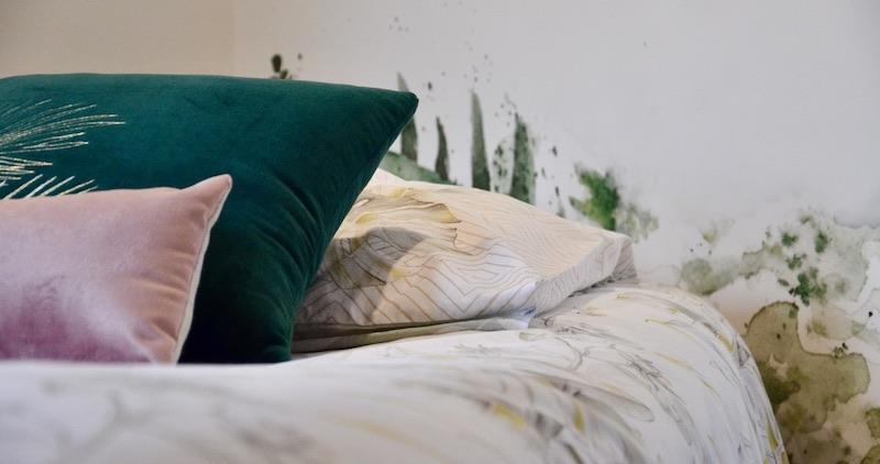 Lit coussins rose vert hannah elizabeth interior design