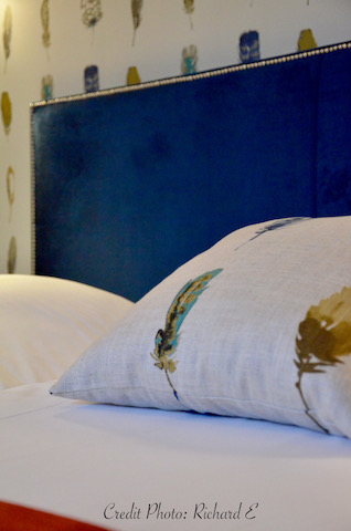 Lit hotel tete de lit velours tissu plumes hannah elizabeth interior design