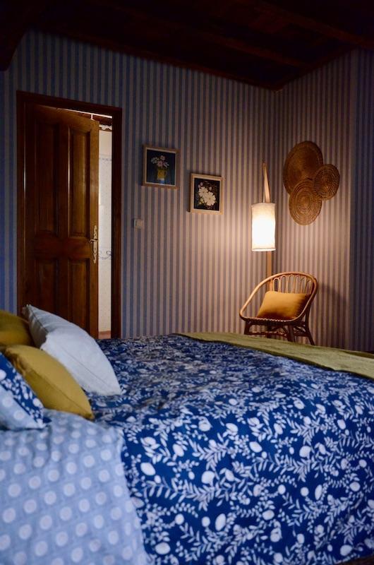 Literie bleu fleur jaune hannah elizabeth interior design