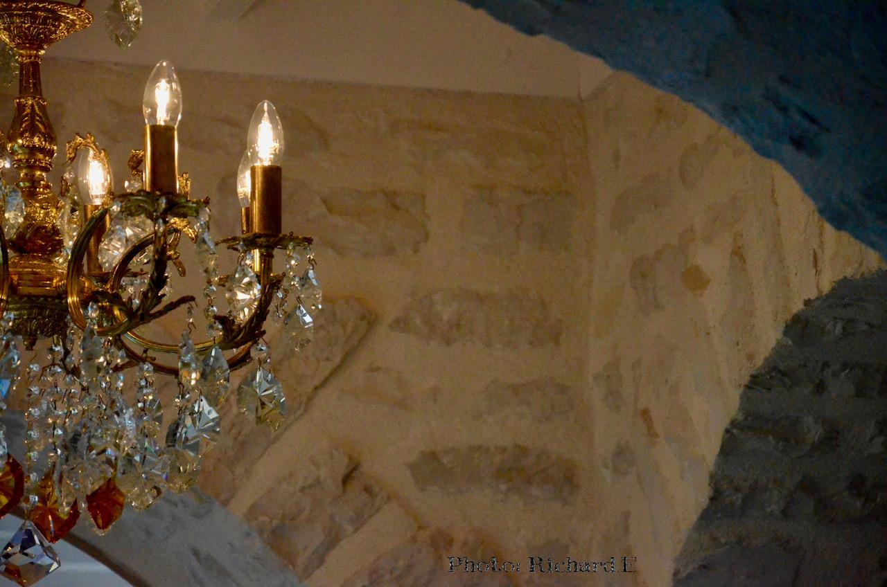 Lustre et arche pierre hannah elizabeth interior design
