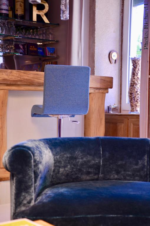 Mini meridienne tabouret bar vert deau poutres blanchi hannah elizabeth interior design