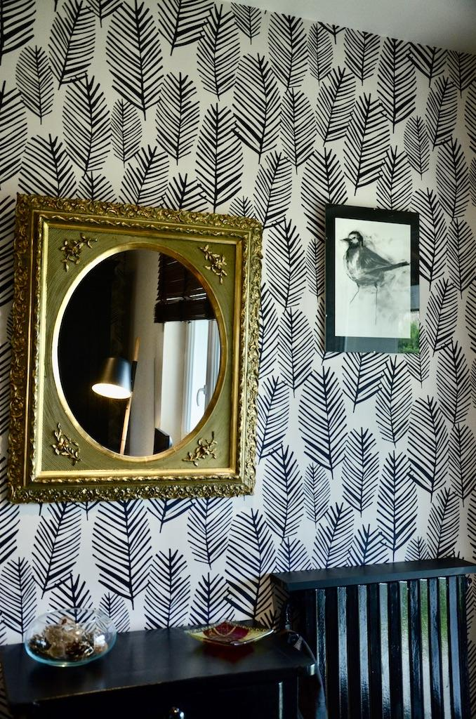 Miroir doree entree noir blanc hannah elizabeth interior design
