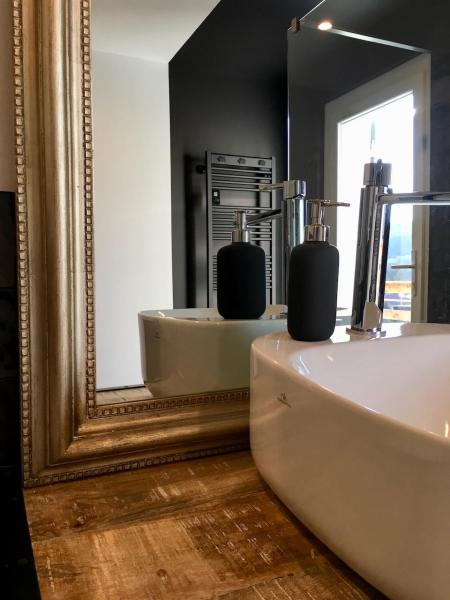 Miroir or vasque pose hannah elizabeth interior design