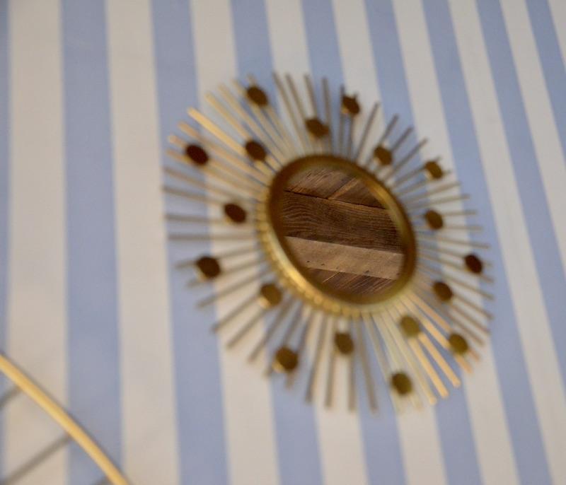 Miroir soleil bleu papier hannah elizabeth interior design